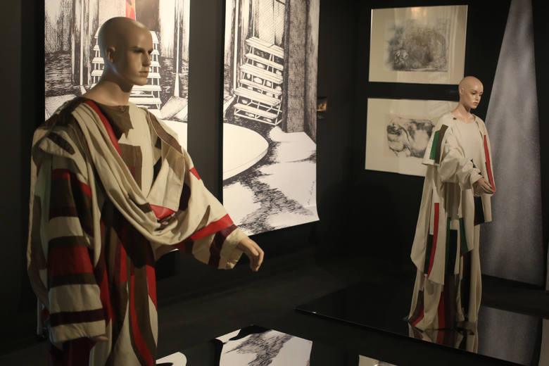"""Wystawę """"Saga rodu Sobczaków"""" w Pałacu Opatów można oglądać do końca stycznia"""