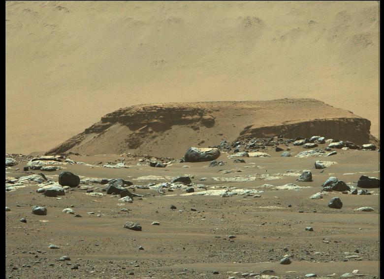 Zobacz zdjęcia z Marsa! Łazik ma za sobą pierwszą jazdę: pokonał 6,5 m w 33 minuty
