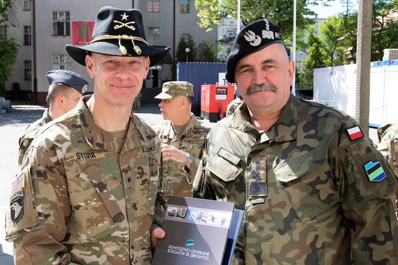 Generałowie Jarosław Mika oraz Brett G. Sylvia rozpoczęli kolejny etap historii Wysuniętego Dowództwa Dywizyjnego przy ul. Marcelińskiej w Poznaniu