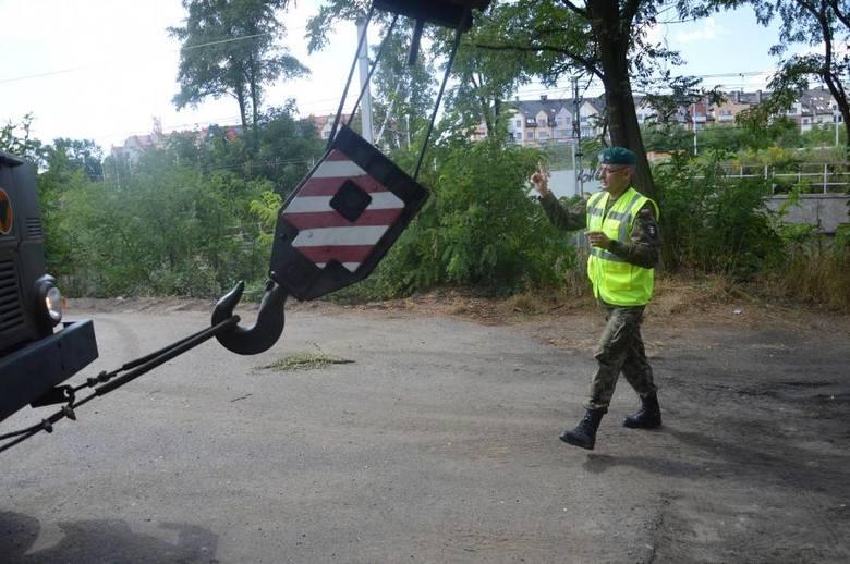 Saperzy wyciągnęli bombę z Odry [ZDJĘCIA I FILM]