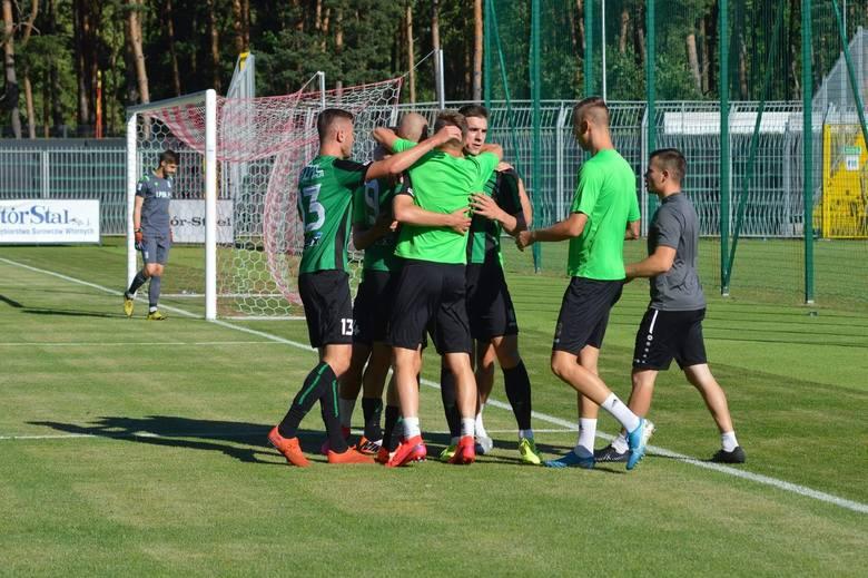 2 liga. Stal Stalowa Wola wygrała z Lechem II Poznań i opuściła strefę spadkową. Fidziukiewicz i Mroziński bohaterami (ZDJĘCIA)