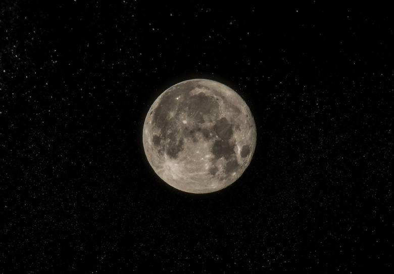 Czarny Księżyc 2019. Niebo w lipcu 2019 roku jest wyjątkowe. W tym miesiącu bowiem możemy podziwiać niezwykły Księżyc w nowiu, czyli Czarny Księżyc.