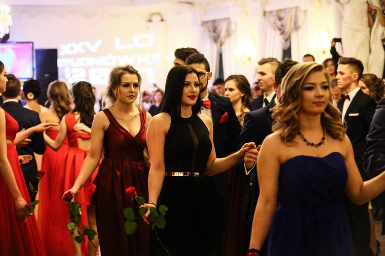 Studniówki 2017. Studniówka XXV Liceum Ogólnokształcącego w Łodzi [ZDJĘCIA,FILM]