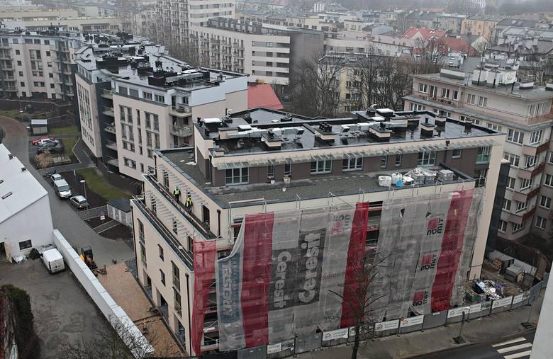 Zabudowa przy Wrocławskiej. Naruszenie interesów właścicieli sąsiednich działek. Plan miejscowy dla tego terenu powstaje od kilku lat. Nie ma już co