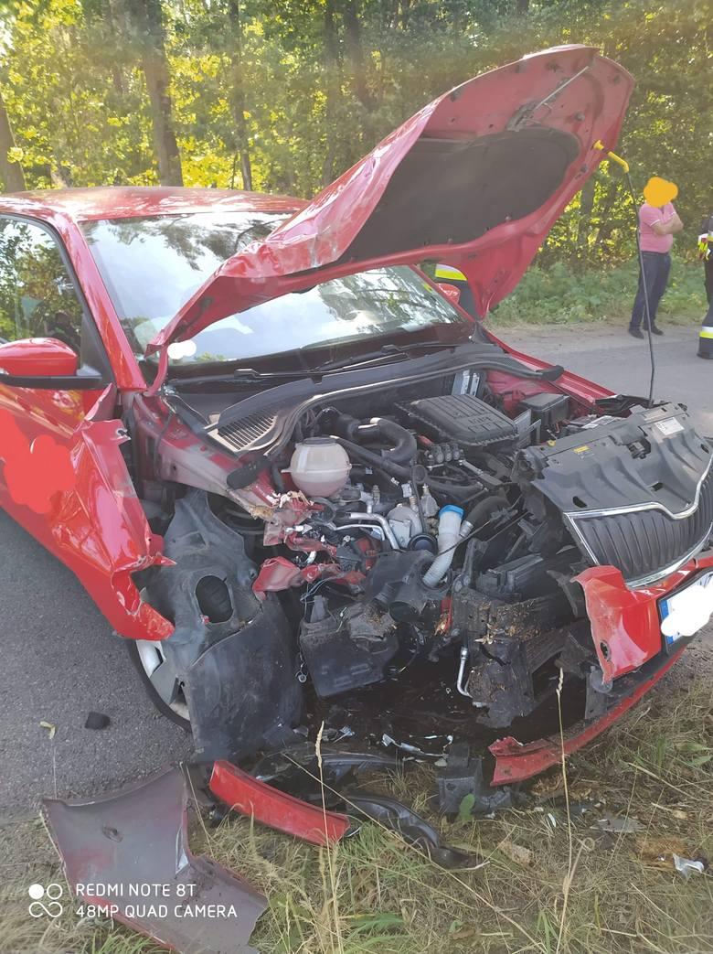 Na drodze powiatowej autobus zderzył się z samochodem osobowym [NOWE ZDJĘCIA]