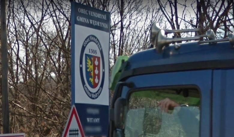 Tablice dwujęzyczne na Zaolziu zostały zniszczone przez wandali. Polacy są oburzeni