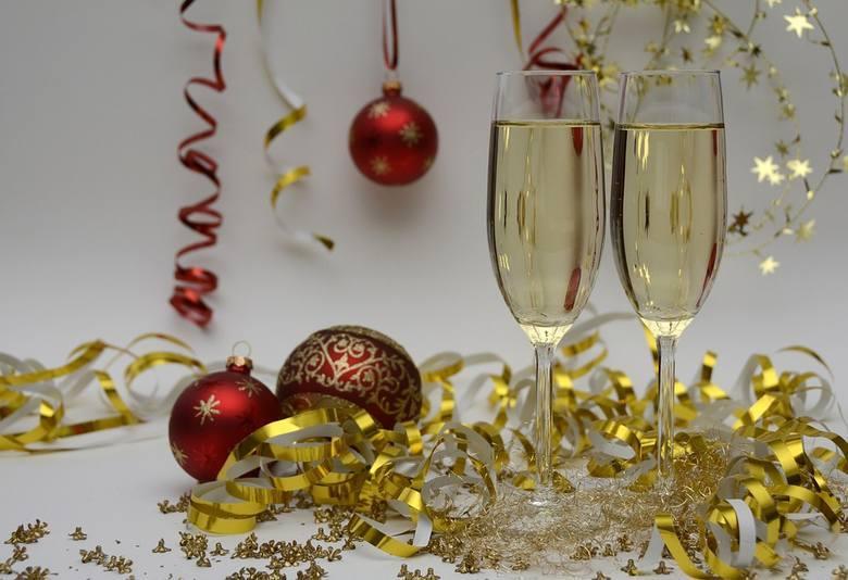 Życzenia i toasty na Nowy Rok. Do wysłania SMS-em. Krótkie, zabawne i z pomysłem