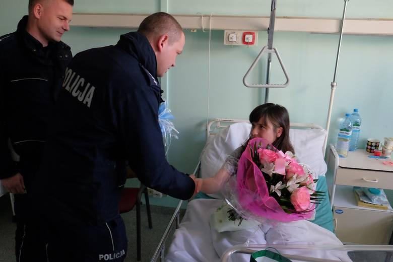 Pani Basia urodziła Jasia w samochodzie. Policjanci z Przemyśla eskortowali ją do szpitala [ZDJĘCIA]