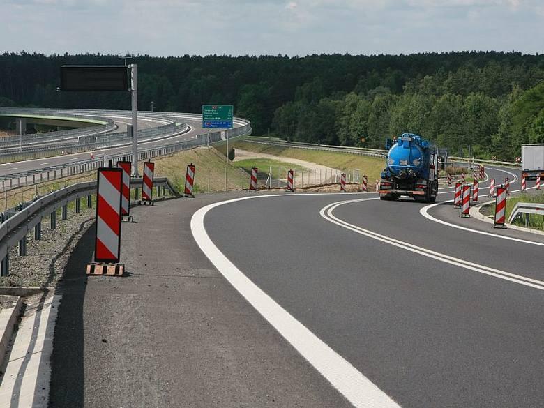 Koło Międzyrzecza trasa S3 (z lewej) biegnie koło drogi krajowej nr 3, którą mają przejąć władze gminy.