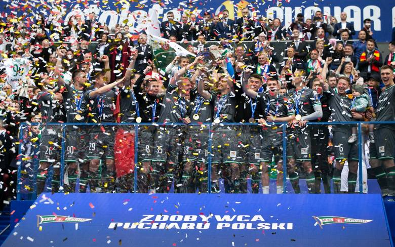 Puchar Polski. Piłkarze Lechii Gdańsk po pokonaniu 1:0 Jagiellonii Białystok w finale rozgrywek wznieśli trofeum Pucharu Polski. Oto jak cieszyli się