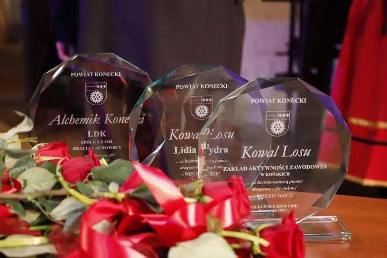 Podczas tegorocznych XXI Kuźnic Koneckich Zarząd Powiatu Koneckiego przyznał tytuł Alchemika, honor Kowala Losu, Gwoździa Sezonu oraz Przyjaciela Kuźnic.