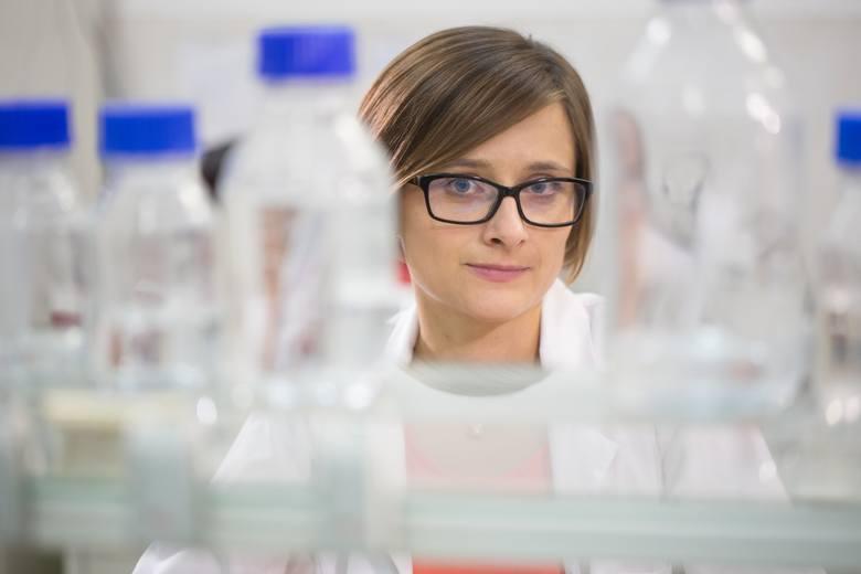 """Sylwia Okoń jest laureatką programu LIDER V, finansowanego przez Narodowe Centrum Badań i Rozwoju. Jej projekt pt. """"Identyfikacja nowych, efektywnych genów odporności na choroby grzybowe w owsie oraz opracowanie markerów DNA służących do ich identyfikacji"""" ma na celu identyfikację genów..."""