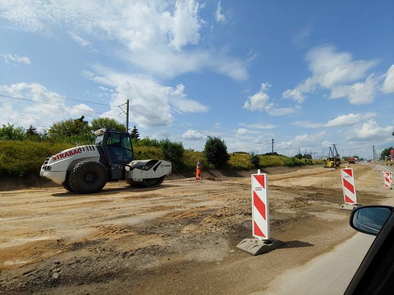 Przebudowa jednej z najważniejszych ulic w mieście może przeciągnąć się do wiosny przyszłego roku