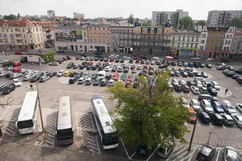 Powstanie podziemnego parkingu, połączona z rozbudową galerii Solaris Center, a także przebudowa placu nad parkingiem to jedna z najbardziej wyczekiwanych
