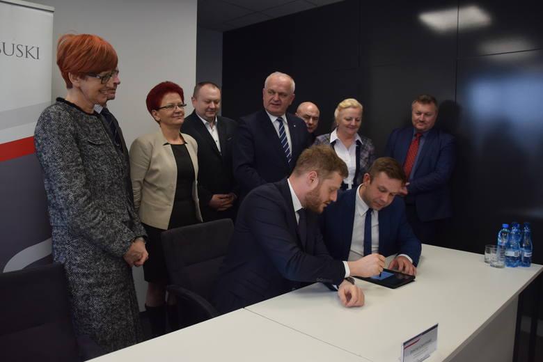 Do podpisania umowy między wiceministrem zdrowia a prezesem słubickiego szpitala doszło w Lubuskim Urzędzie Wojewódzkim.