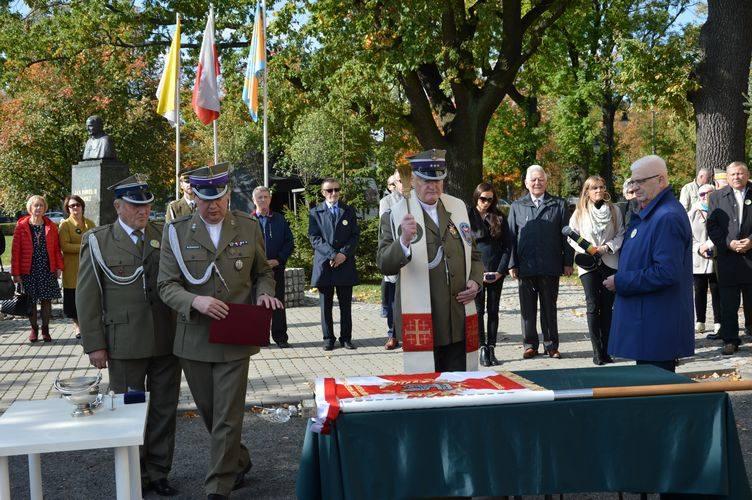 Związek Żołnierzy Wojska Polskiego ma nowy sztandar [ZDJĘCIA]