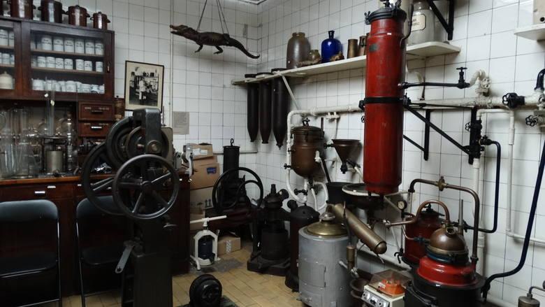"""Gdańska 5- apteka """"Pod Łabędziem"""" - unikatowe laboratorium galenowe w muzeum farmacji"""