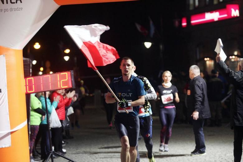 Legnicki Bieg Niepodległości, pobiegło kilkaset osób. Kilkuset biegaczy wystartowało w Biegu Niepodległości, zorganizowanym przez Ośrodek Sportu i Rekreacji.