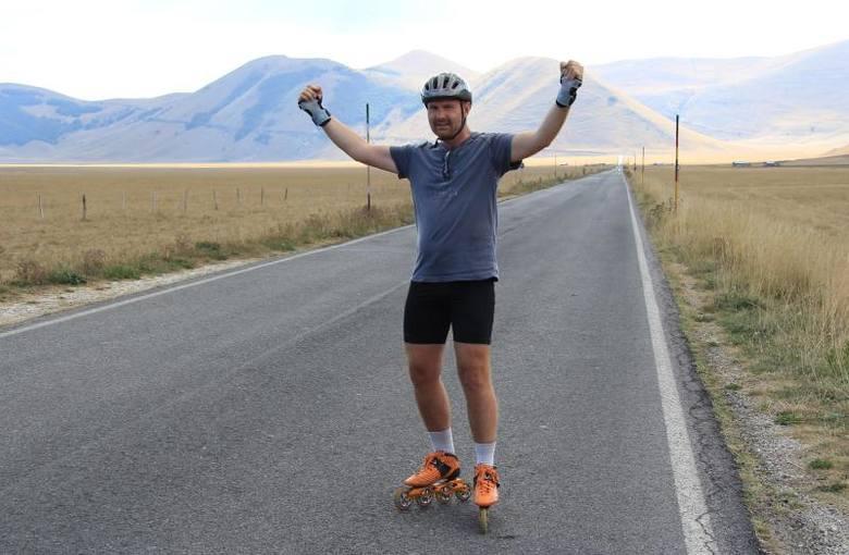 Wojciech Walas jeździ na rolkach w maratonach. Właśnie wybiera się do Francji na 24-godzinny maraton.