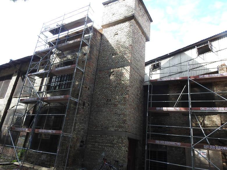 Tak wygląda budynek dawnego squotu. Przed laty wchodził on w skład zespołu fabrycznego Chany Marejn i Wolfa Zilberblatta.