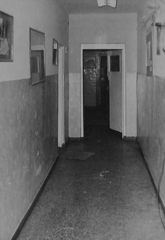 Korytarz od strony klatki schodowej.