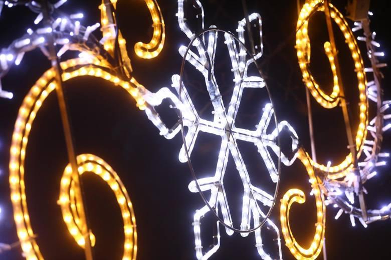 Życzenia na Boże Narodzenie. Wierszyki bożonarodzeniowe. Świąteczne życzenia na kartkę, sms, wierszyki na święta