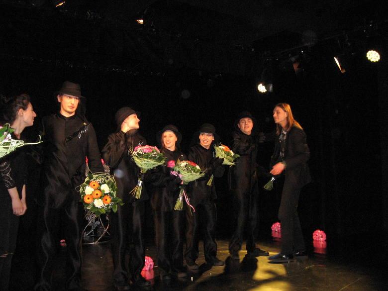 """Premiera """"Calineczki"""" w Teatrze Powszechnym w Radomiu. To piękna lalkowa opowieść dla najmłodszych"""