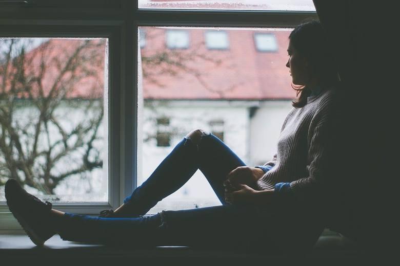 Negatywny obraz siebieZachowania i myśli, takie jak samooskarżenia, pesymizm, brak wiary we własne możliwości, wewnętrzna krytyka mogą nie tylko znacznie
