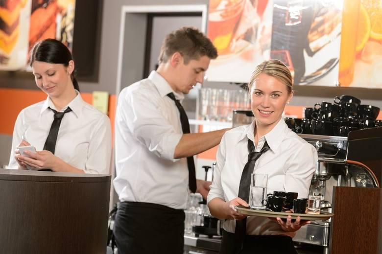 Branże hotelowa, gastronomiczna czy produkcyjna zawsze poszukują wykwalifikowanych pracowników. Nie inaczej jest w Toruniu. Sprawdźcie najnowsze oferty