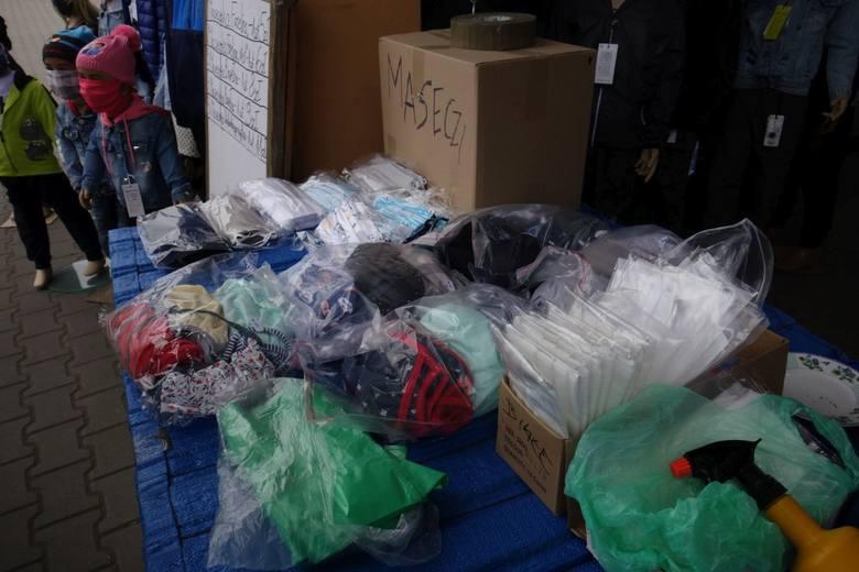 W masce, szaliku lub chustce - od jutra! Takie maseczki są w sprzedaży. ZDJĘCIA