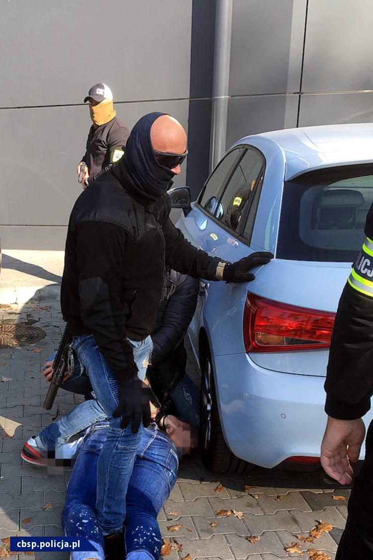 """Policja publikuje materiały nt. zatrzymania """"Kadafiego"""". Ujęto go w sprawie porwania biznesmena"""