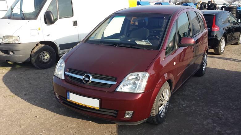 13. Opel Meriva. Silnik 1,7 diesel, rok produkcji 2003, cena 8300 zł.