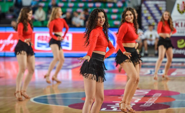 W przerwach meczu Enea Astoria - Polski Cukier (80:97) swoje umiejętności prezentowały dziewczyny z grupy Luvadance. Zobacz zdjęcia uroczych cheerleaderek