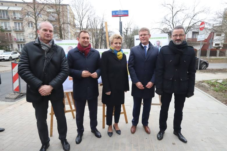Dziś, 15 marca pracownicy Urzędu Miasta Łodzi otrzymali trzynaste pensje. Na ten cel przeznaczono w magistracie 7 mln 646 tys. zł. W magistracie prawo