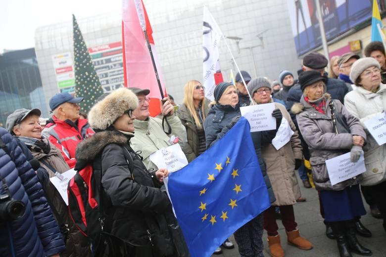 Demonstracja na Placu Szewczyka w Katowicach