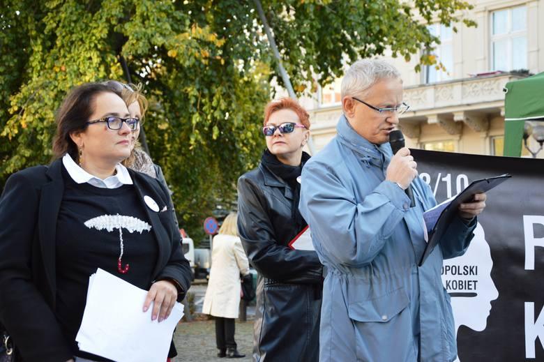 We wtorek, 3 października, w wielu miastach o swoje prawa dopominały się kobiety. O godz. 17.00 zorganizowały akcje zbierania podpisów i protesty.- Spotykamy