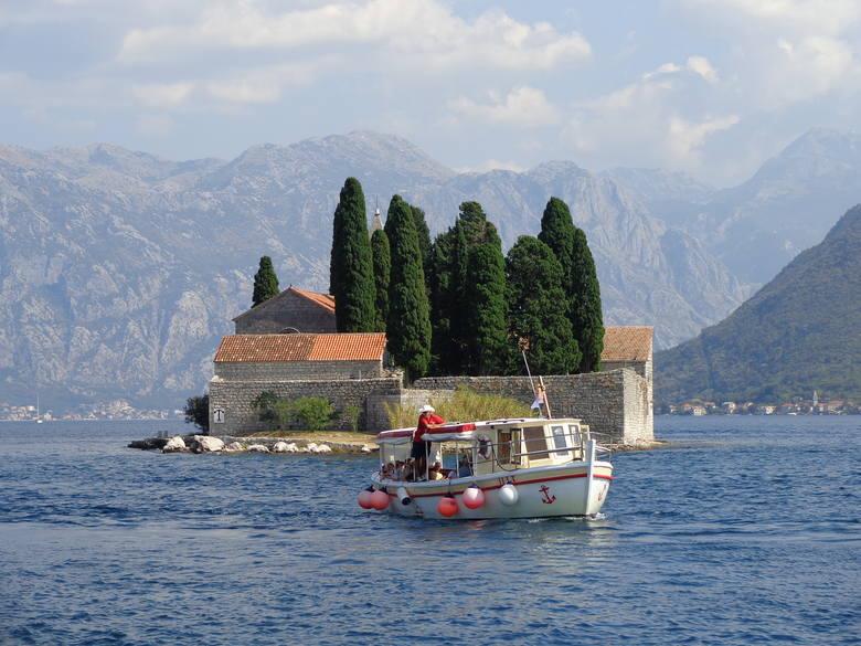 W Czarnogórze brak turystów bardzo uderzył w gospodarkę. Sektor ten stanowi aż 20% krajowego PKB. Nie wiadomo, czy do Czarnogóry będzie można polecieć