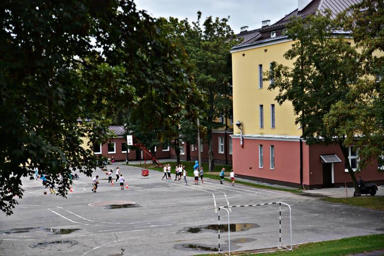 Boisko przy SP nr 10, ul. Kalinowszczyzna. Miało być zmodernizowane do końca października 2016 r.