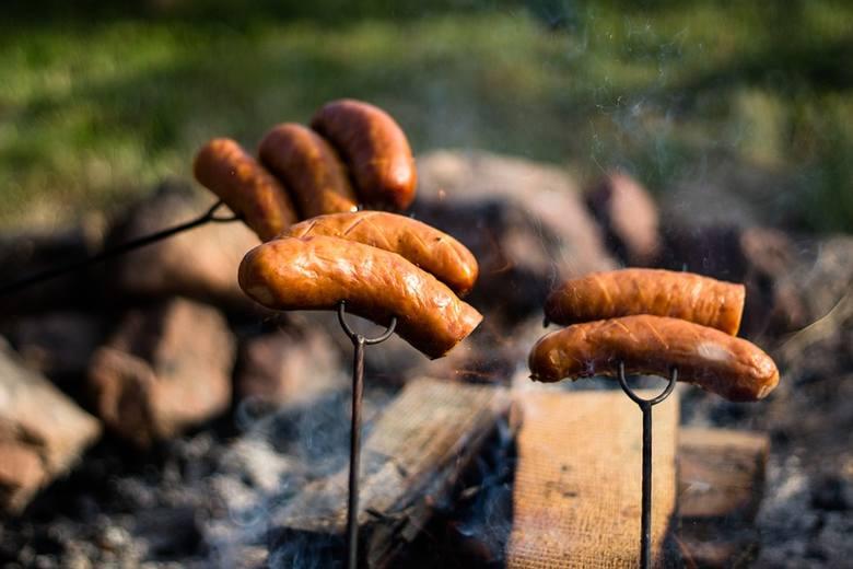 Cena za kg mięsa spadła już o złotówkę, straty wizerunkowe polskiej wołowiny są nie do oszacowania. Historia bulwersujących praktyk ubojni koło Ostrowi