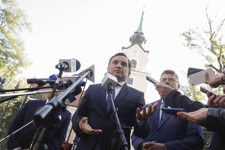 Zbigniew Ziobro i Tadeusz Ferenc wizytowali w poniedziałek Zamek Lubomirskich w Rzeszowie. Podczas konferencji prasowej przed zamkiem minister sprawiedliwości