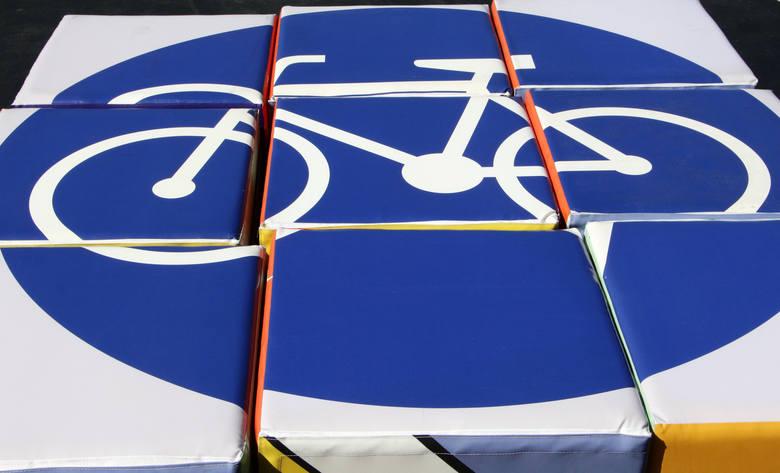 """Od dziesięciu lat w Grudziądzu realizowany jest program """"Moja karta rowerowa"""", w ramach którego uczniowie podstawówek poznają zasady ruchu drogowego"""