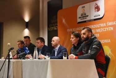 W poniedziałkowej konferencji prasowej uczestniczyli organizatorzy KSM, zawodnicy: Marcin Możdżonek i Damian Schulz, prezes Asseco Resovii Bartosz Górski,
