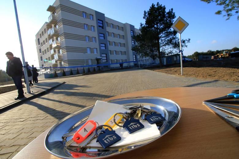 """Pierwsi lokatorzy TBS na Glinkach mogą się już wprowadzać. Blok """"G"""" składa się z mieszkań 2- i 3-pokojowych, o powierzchniach 38-61 mkw."""