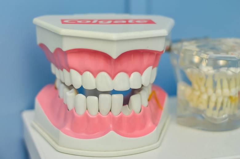 Chcesz umówić się na wizytę do ortodonty? Zastanawiasz się, kto w Poznaniu będzie najlepszy? Przejrzeliśmy opinie pacjentów w serwisie ZnanyLekarz.pl