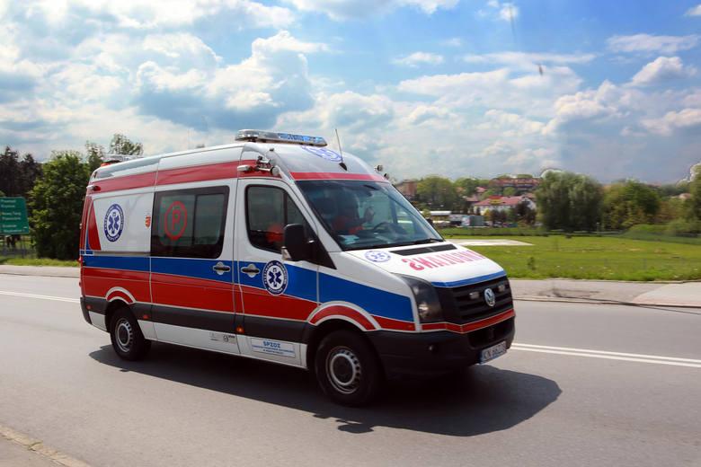Dwa auta rozbite, trzy osoby w szpitalu. Wypadek u zbiegu ul. I Brygady i al. Piłsudskiego