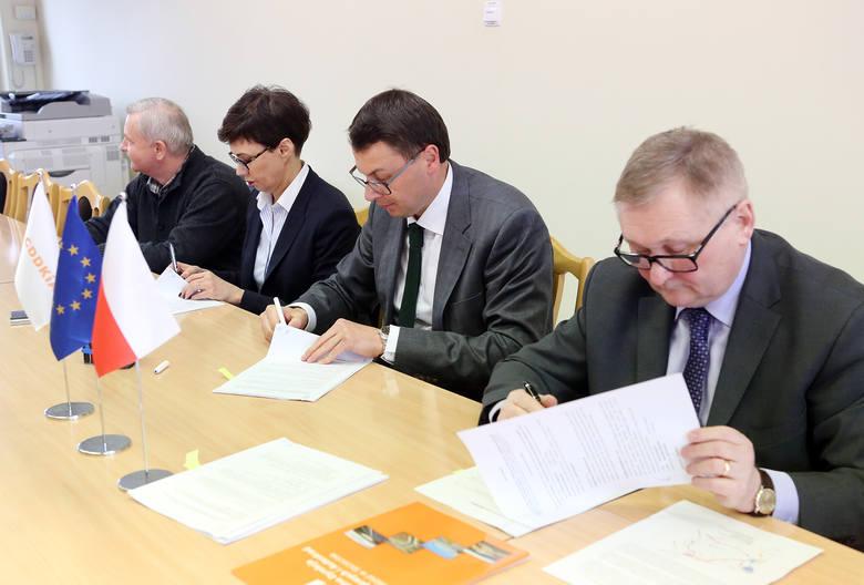 Na zdjęciu od prawej: Tadeusz Rajkiewicz, dyrektor oddziału szczecińskiego GDDKiA i Jakub Chojnacki, prezes PORR Polska Infrastructure.