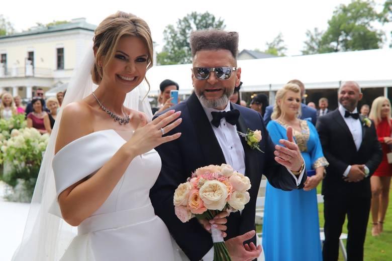 Zobaczcie jak mieszka Maja Plich, a teraz Maja Rutkowski, żona Krzysztofa Rutkowskiego. Wnętrze ich domu jest eleganckie i przytulne. Zobaczcie, jakie