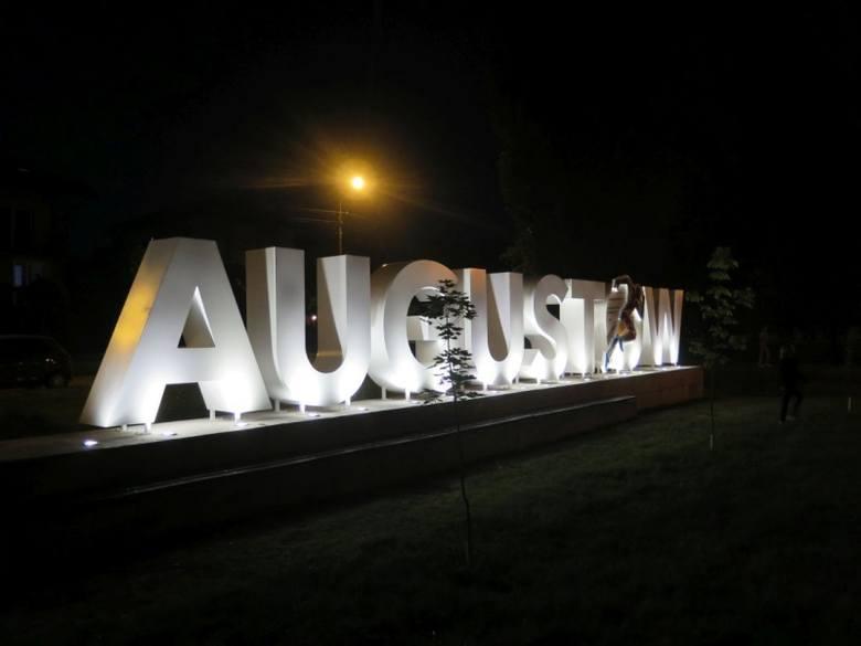"""W niedzielę, 23 czerwca na zakończenie Nocy Świętojańskiej odbyło się oficjalne odsłonięcie napisu """"AUGUSTÓW is the future""""."""