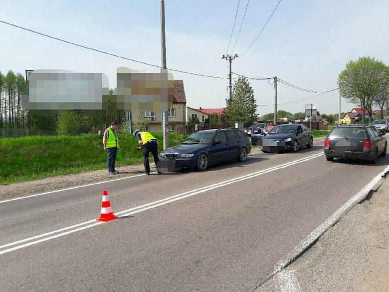 Ze wstępnych ustaleń wynika,że 56-latek kierujący oplem nie ustąpił pierwszeństwa przejazdu dla motocyklisty, który następnie uderzył jeszcze w przejeżdżające