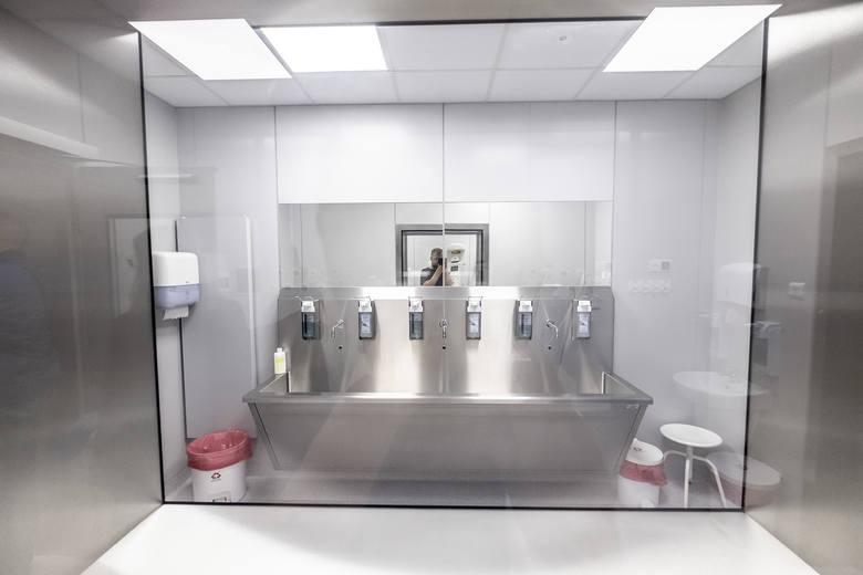 - Brakowało takiego miejsca. Ale już od paru miesięcy u nas takie centrum funkcjonuje. W ramach tego centrum mamy poradnie USG i wad płodu, pracownię cytogenetyczną i poradnię genetyczną. Poszerzyliśmy wachlarz naszej oferty dla pacjentek o zaawansowane badania genetyczne, które są bardzo istotne...
